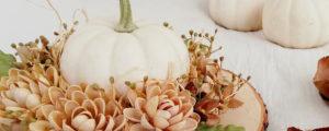 Jesienny stroik na stół – dekoracja z białą dynią