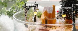 Zimowa dekoracja w szkle – domek wśród śniegu