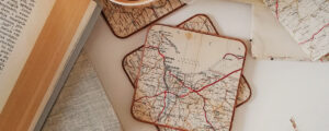 Stara mapa w roli głównej – podkładki pod kubek diy